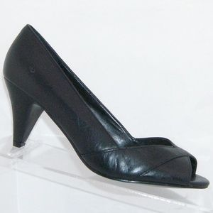 Steve Madden 'Swype' black leather heels 6.5M